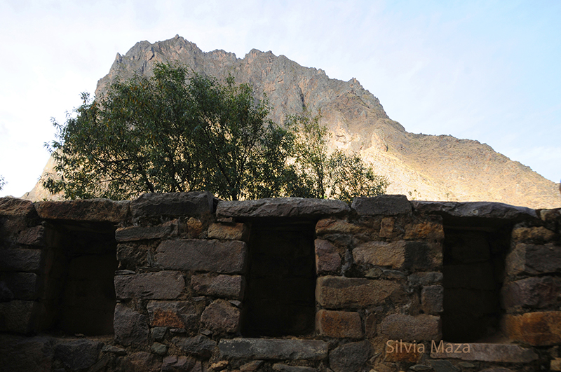 ollantayollantaytambo ventanas y montaña